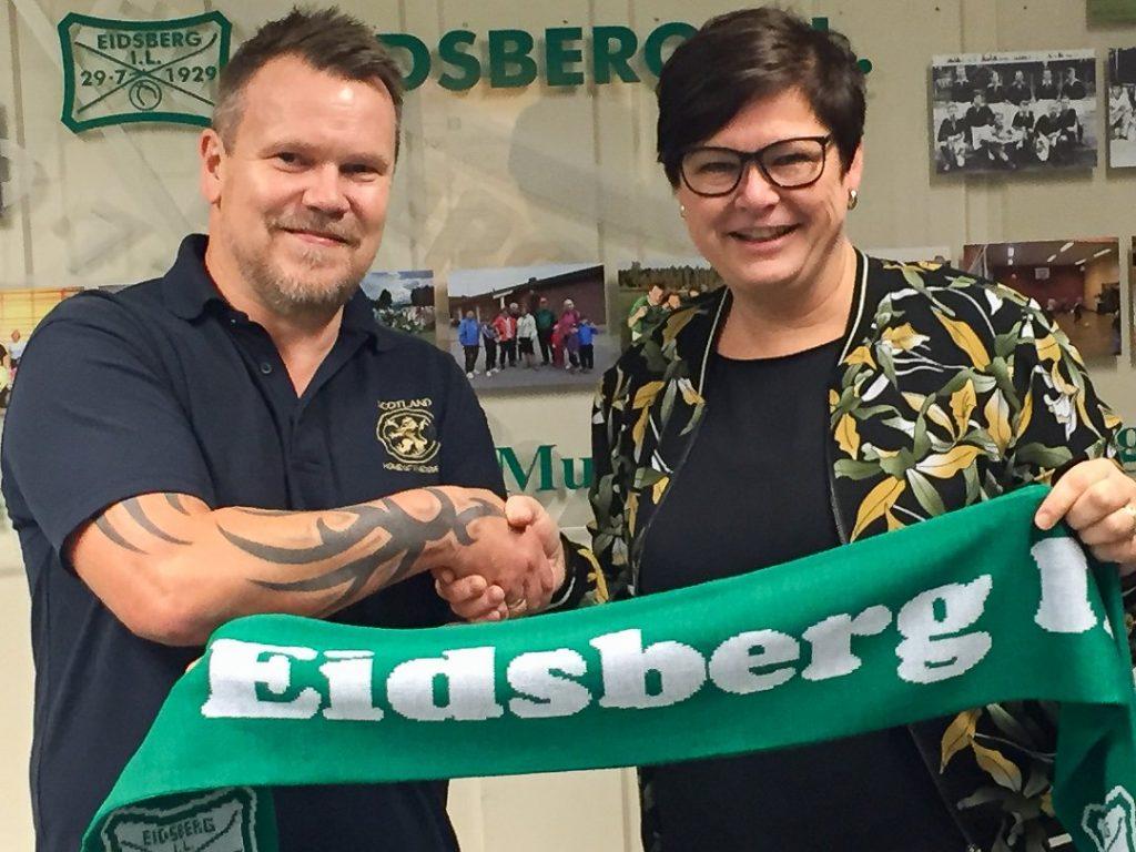 John Roger Giltvedt og leder i fotballgruppa Cathrine Nilsen Bernhus